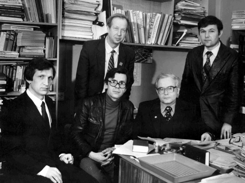 В.К. Сабельфельд, И.В. Поттосин, В.Е. Котов, А.П. Ершов, В.Н. Касьянов в кабинете А.П. Ершова, около 1980 г.